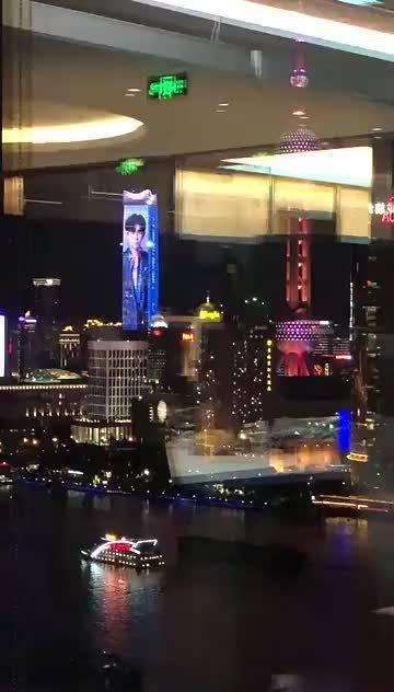 上海的世赛倒计时一周年灯光秀!