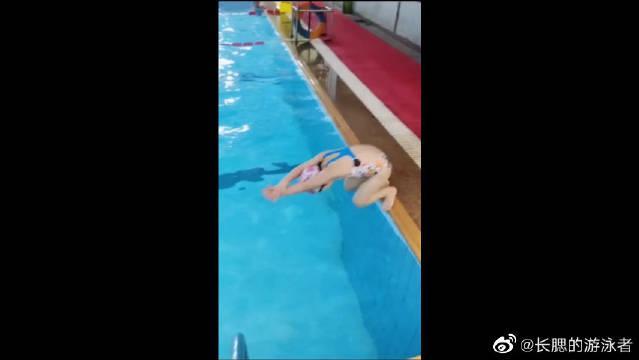 5岁小女孩的自由泳历史最快,25米28秒,小朋友真的好棒啊!