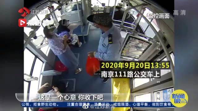 南京 暖心!司机送出一个口罩乘客送还一整包
