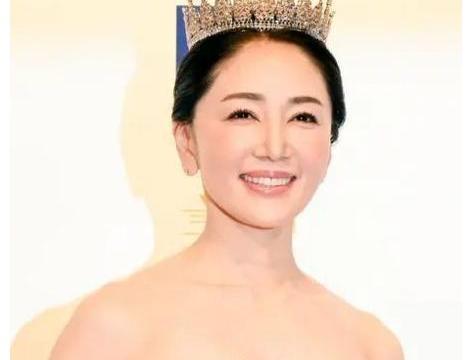 52岁日本大妈板村熏,凭什么拿下选美冠军,这身材,这颜值值得