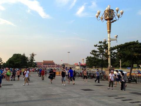 北京旅游看完升国旗后,一定要参观下人民大会堂,比电视里更气派