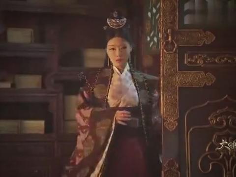 胡善祥看望养母胡尚仪,宫中最高女官,喝得五迷三道都没了规矩