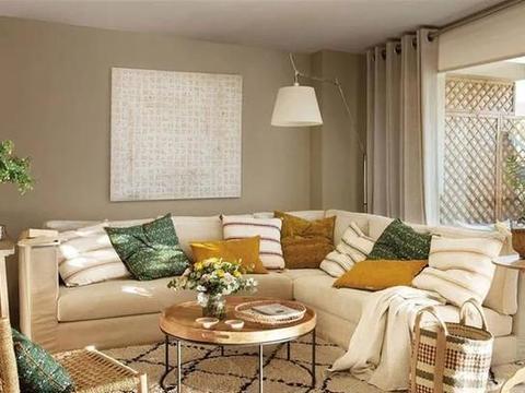 巴塞罗那带有私人露台的城市丛林般的时尚公寓(75平方)