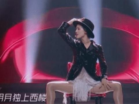 有种舞台装扮叫黄圣依的裤子,明明有穿,看着却好像透明一样