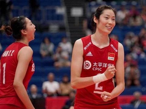 厉害了!中国女排队长朱婷休赛不休息,一身正装出现在新闻联播中