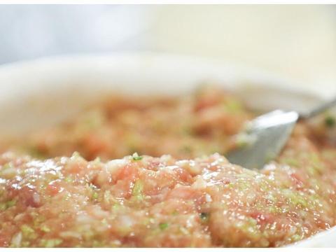 拌肉馅,先打水还是先调味?这才是正确做法,饺子鲜嫩多汁特别香