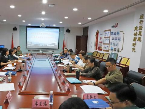 江苏省无锡市教育科学研究院对省锡中实验二小进行教学调研