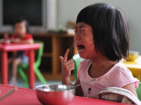 """幼儿园的3种""""隐形暴力"""",孩子正在默默承受,家长却还毫不知情"""