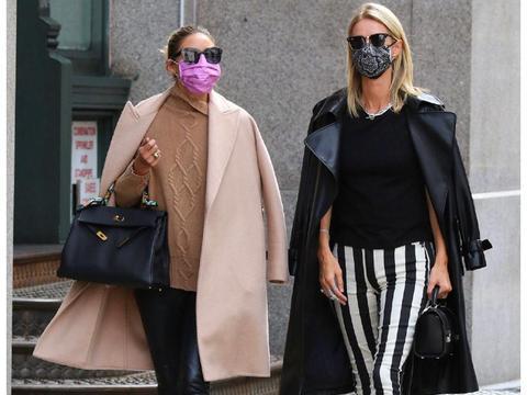 奥利维亚·巴勒莫和好友妮基·希尔顿现身纽约新街拍