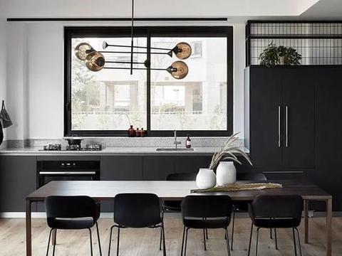 以色列带露台的时尚黑白公寓
