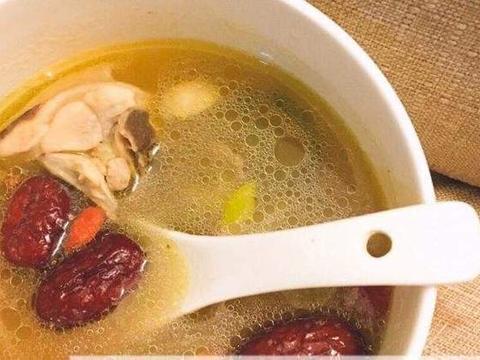煮鸡汤,凉水下锅热水下锅?用此法,暖身又暖胃,一次喝三碗