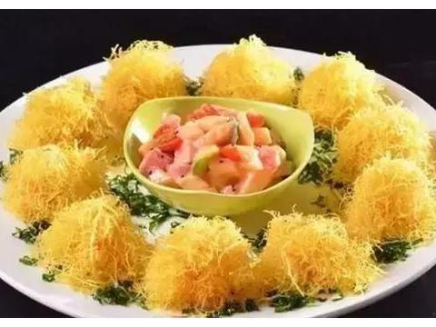 美食精选:拔丝地瓜、金丝沙律蜜瓜、土豆排骨、五彩福气卷