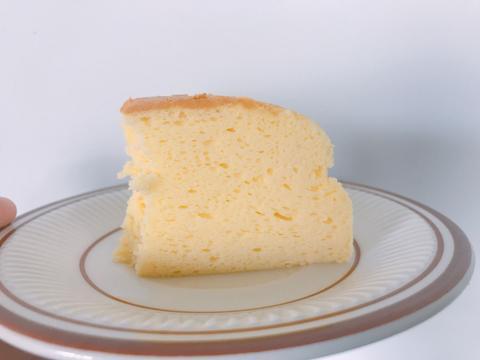 适合夏天吃的芝士蛋糕,口感绵软,做法简单,冷藏之后更好吃哦