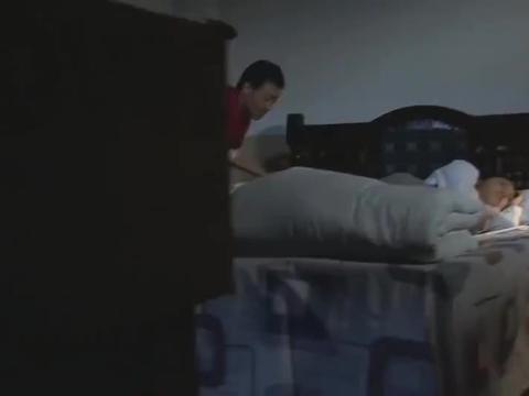 夫妻吵架分床睡,怎料丈夫一个举动两人重归于好,又睡到一块去了