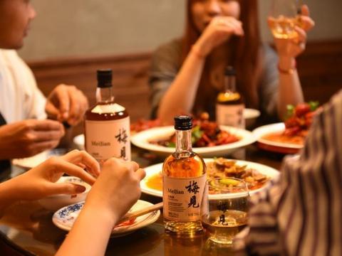 简约随性的梅见青梅酒:国庆假期不再为了佐餐搭配而纠结