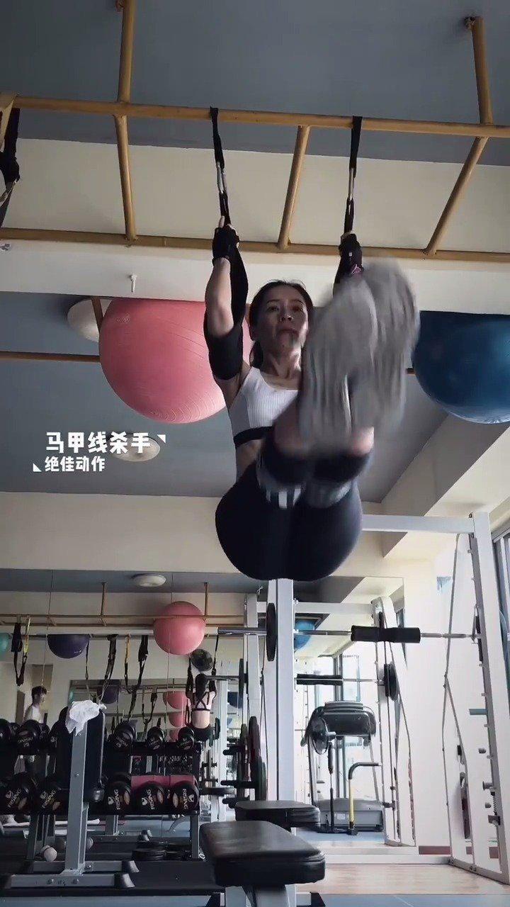 马甲线杀手:悬挂举腿是一个锻炼腹部的绝佳动作……