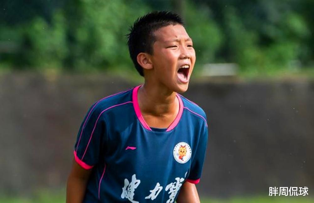 国足后继有人!郑智儿子11岁进恒大足校,放弃英国籍目标世界杯