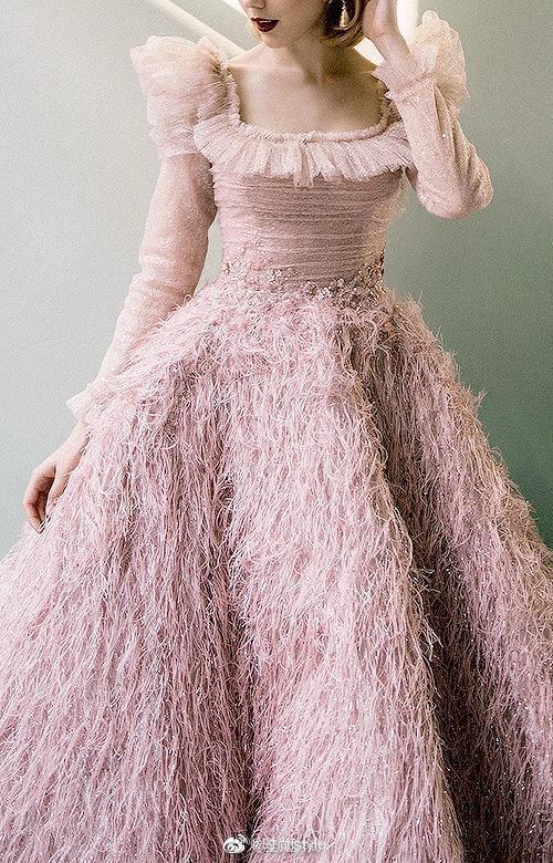 Sara Mrad怀旧浪漫系列高定礼服,清新复古的色调梦幻至极
