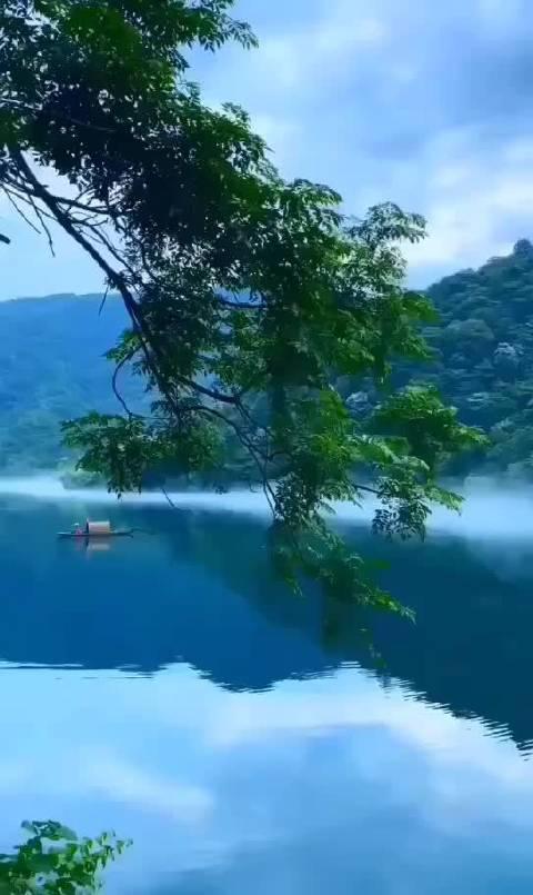 清雾缭绕,烟波四起,湖光山色,人间值得!