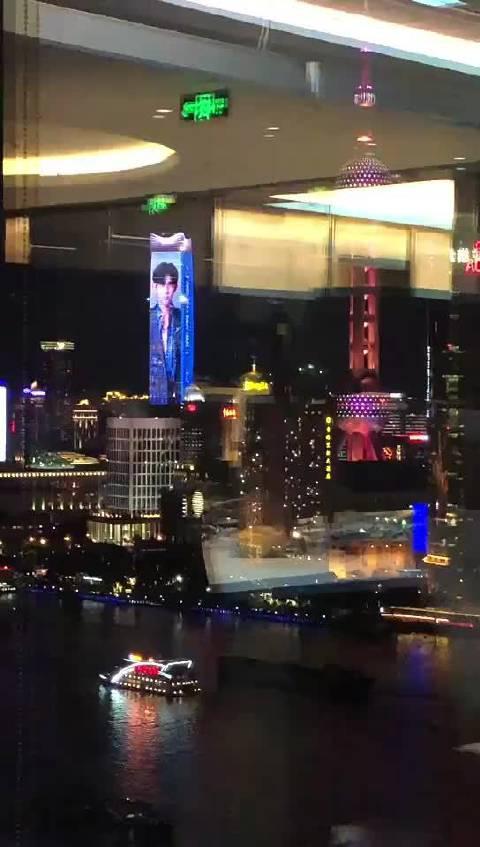 上海的世赛倒计时一周年灯光秀