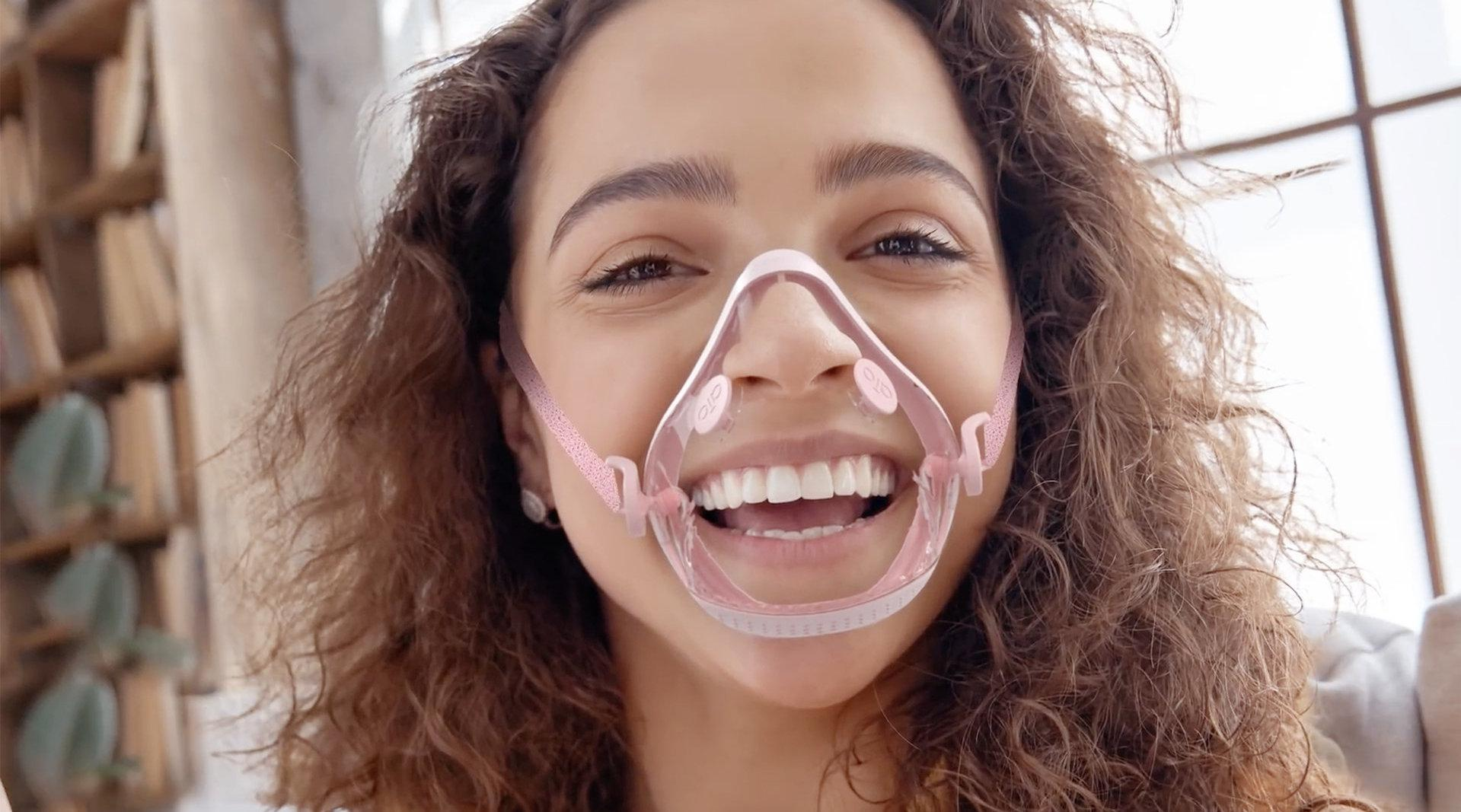 口罩跻身时尚单品,全透明材质加彩色硅胶,让人眼前一亮
