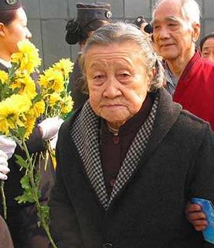 南京大屠杀胜诉第一人,挺7月大肚单挑3个鬼子,被砍37刀依旧生还