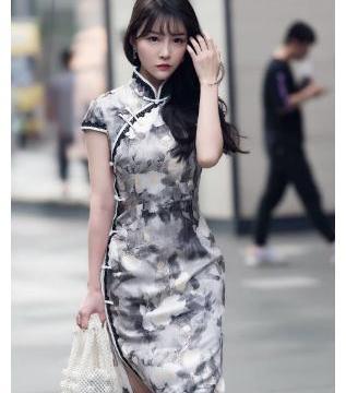 街拍:好气质和旗袍更相称,水墨图案满满中国风