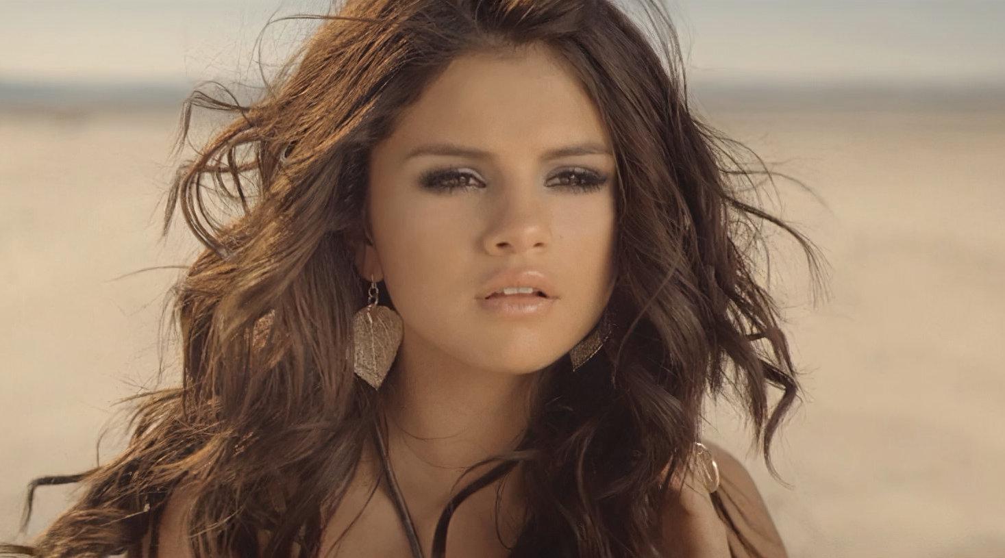今天是Selena