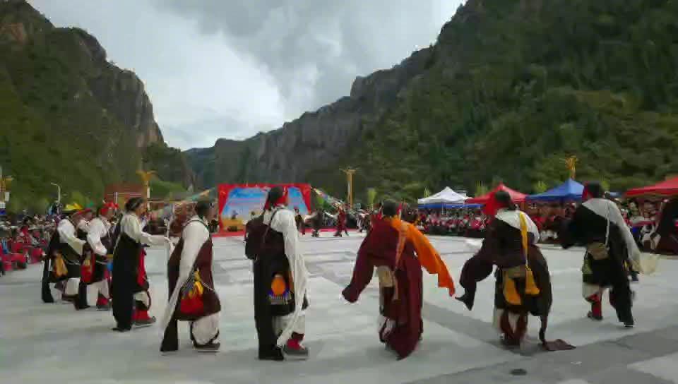 西藏解放第一村跳起丰收的锅庄
