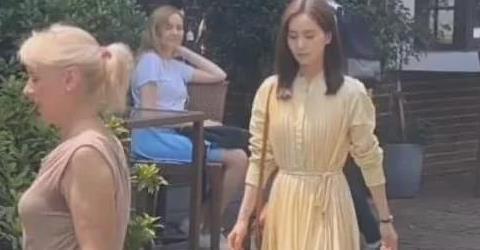 刘诗诗穿米色百褶裙,搭尖头高跟鞋,未修图气质居然这么好!