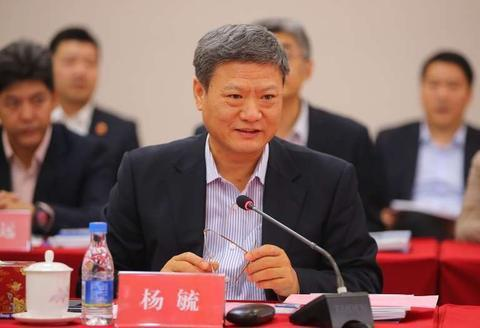 中信银行副行长杨毓辞职,曾深耕建行33年,去年减薪218万