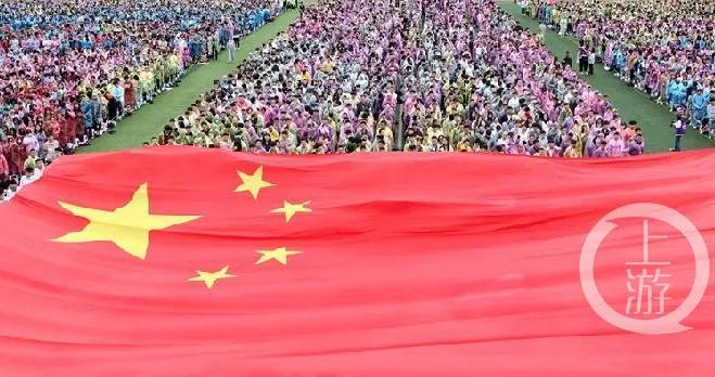 传递国旗 祝福祖国