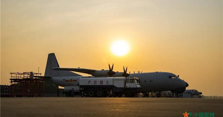 美图集束来袭|海军航空兵某师展开跨昼夜飞行训练
