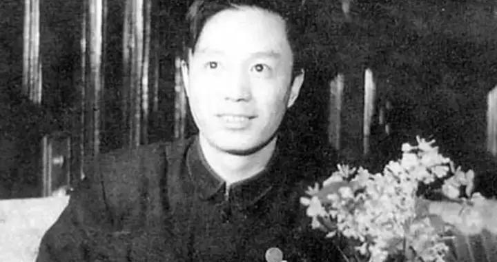 钟灵:毛泽东《反对党八股》中曾批评的文坛怪杰,开国大典时将大字写上了天安门城楼