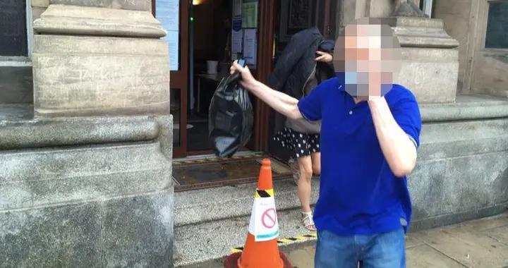 """英国吸毒女子""""被迫""""与狗发生关系,还被拍视频"""