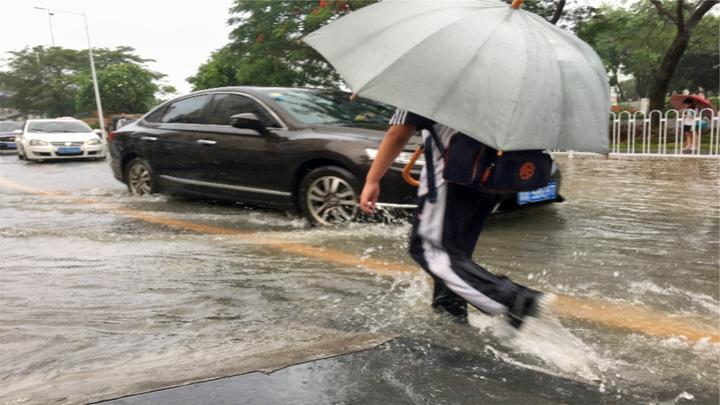 一到暴雨就水浸!广州街坊叫苦不迭:改造之后更严重