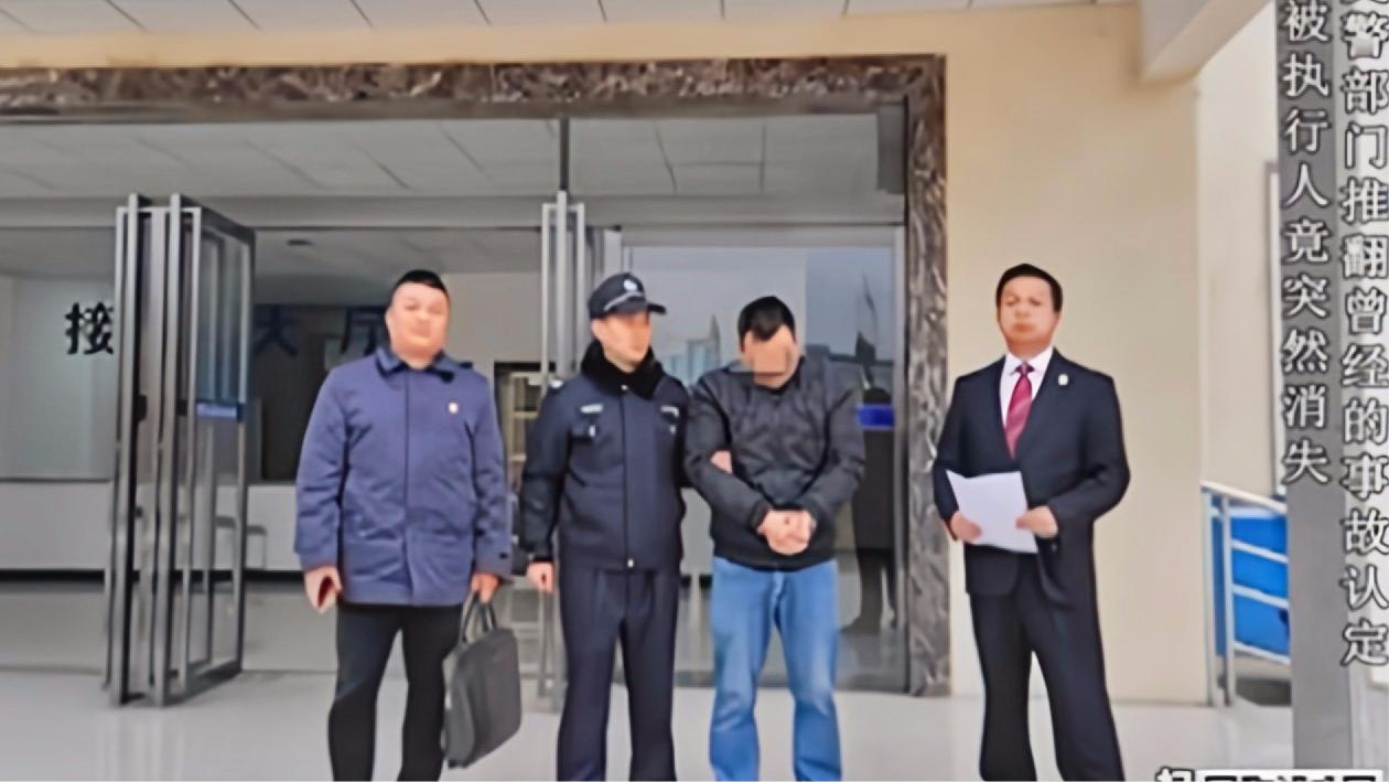 男子偷偷回到家中,被执行法官发现,随后被送到拘留所