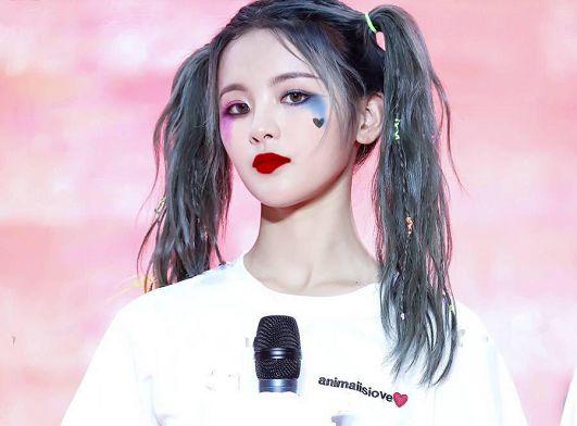 杨紫的小丑妆喜感,虞书欣的小丑妆可爱,看到蒋依依:叛逆女上线
