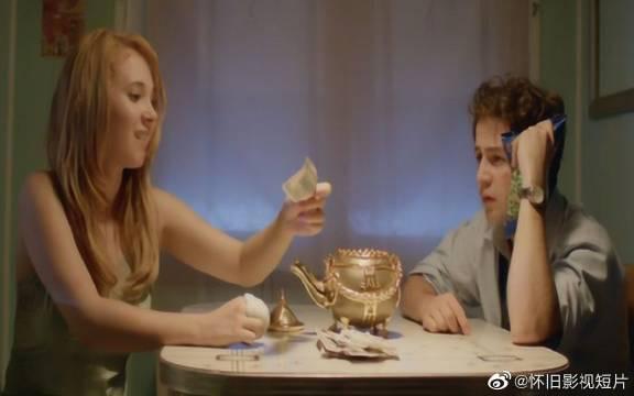 夫妻偷来一个神奇茶壶,只要自虐就会吐出钞票……