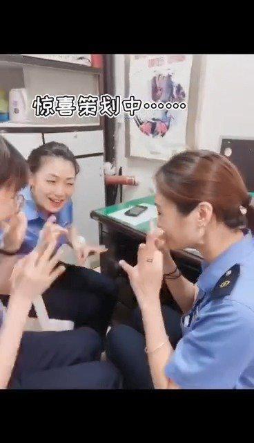 今天是@福州火车站 李娟的生日,在忙碌的工作中……