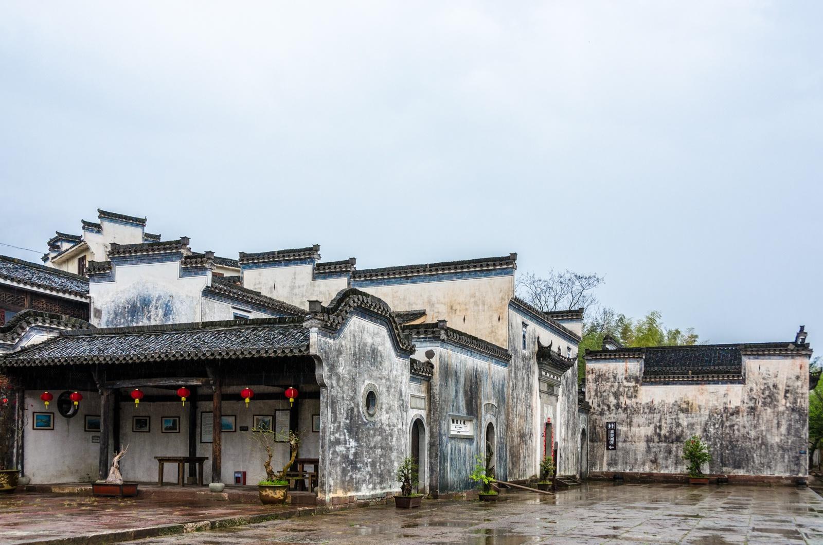 安徽黄山有座古村,比宏村历史还早一千年,到处是文物建筑