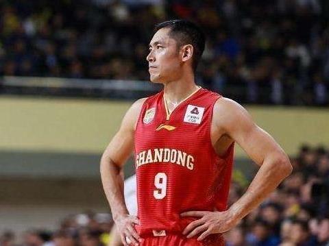 张庆鹏宣布退役,19年CBA生涯,他能赚多少钱?