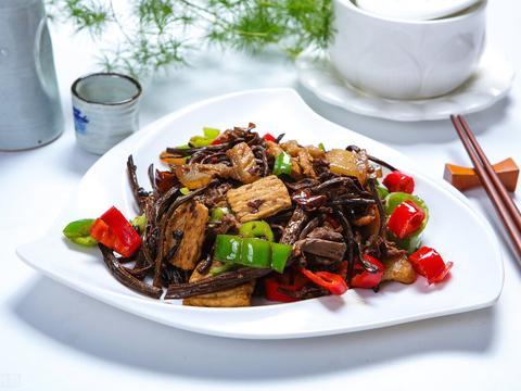 家常下饭菜推荐,茶树菇干炒肉,制作简单,营养丰富