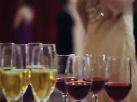 宴会上心机女羞辱灰姑娘,不料总裁当场求婚,心机女打脸了