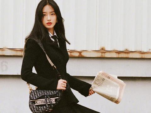 杨采钰复古Dior大片上线,每一帧都像法国电影里的风情女郎