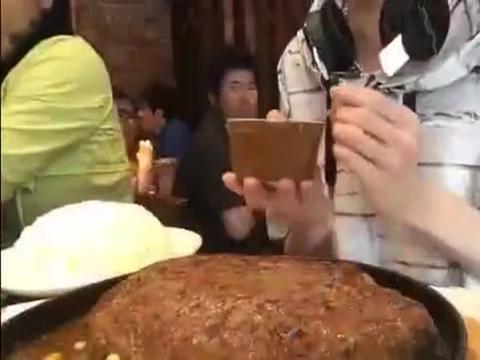 大胃王Draco速食挑战,13分吃光3磅汉堡肉把别人看懵掉了