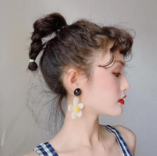 """今年不要扎丸子头了,试试最近流行的几种""""扎发"""",简单易学减龄"""