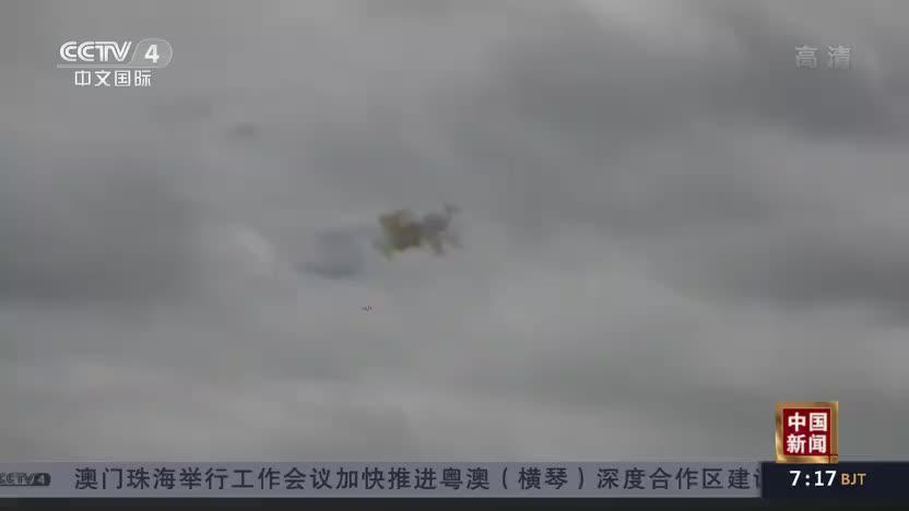 新疆军区:陆军航空兵西北高原进行险难课目训练