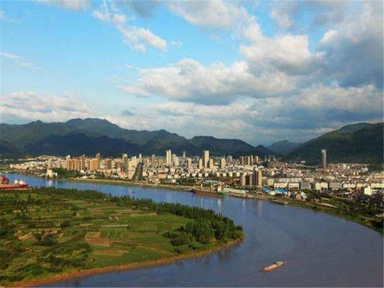 """台州一""""宝藏县市""""将崛起,坐拥3条铁路和4条国道,未来可期"""