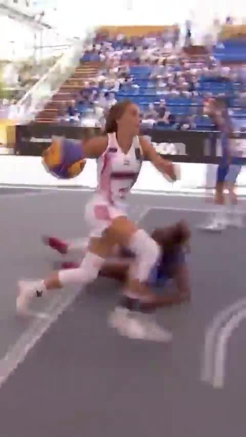 少女脚踝终结者Tóth Orsolya,2017年FIBA U18欧洲杯MVP……
